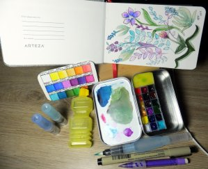 My mini DIY travel kit. I have a lot of fun with this but I discovered after painting a couple of pa