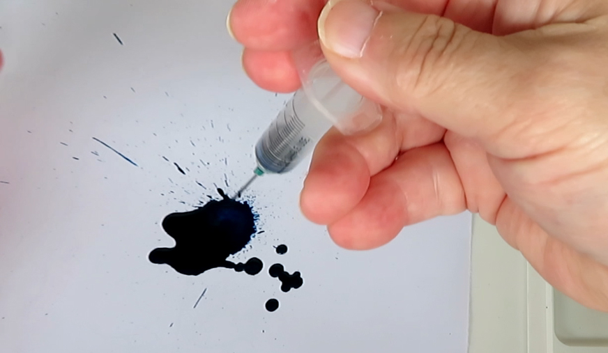 Ink blot with Kyanite du Népal ink