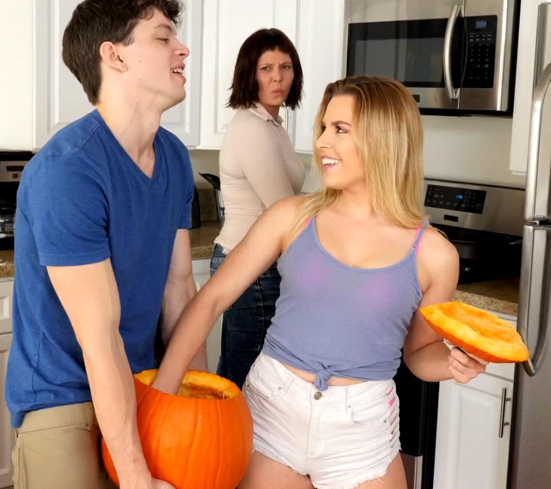 หนังโป๊ฝรั่ง เต็มเรื่อง ซับไทย SUBTHAI เรื่อง พี่นองขี้เงี่ยน กับคุณแม่ขี้สงสัย Bratty Family