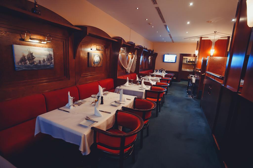 Restaurant Sitting