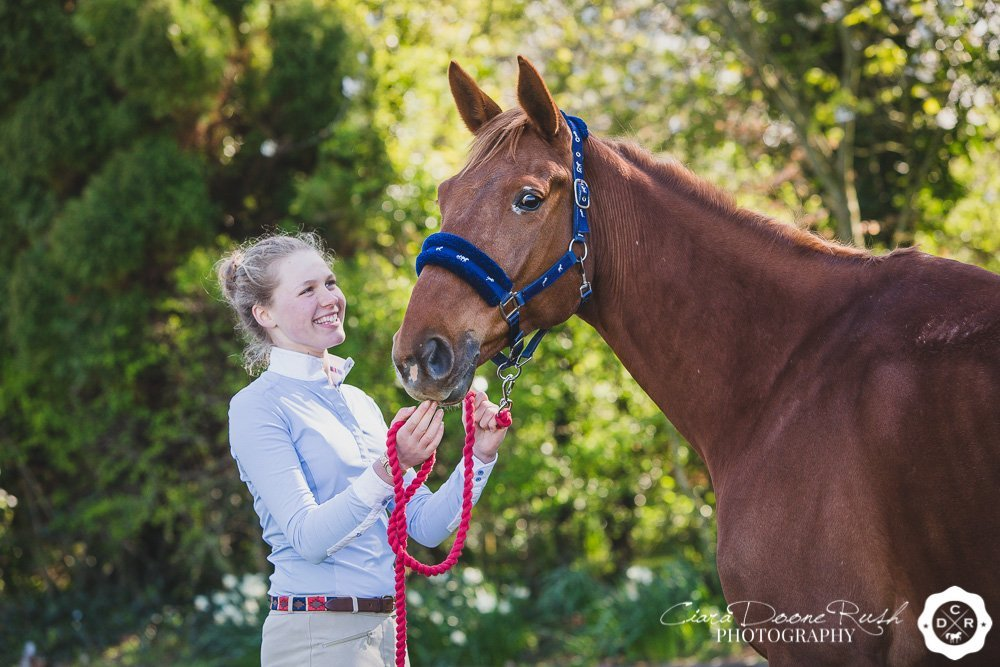 A portrait shoot of jess and her horse kenya