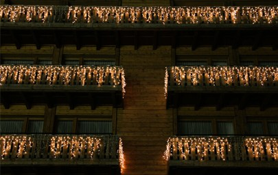 verlicht gebouw