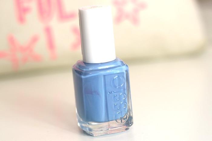 blauwe nagellak essie lapiz of luxury