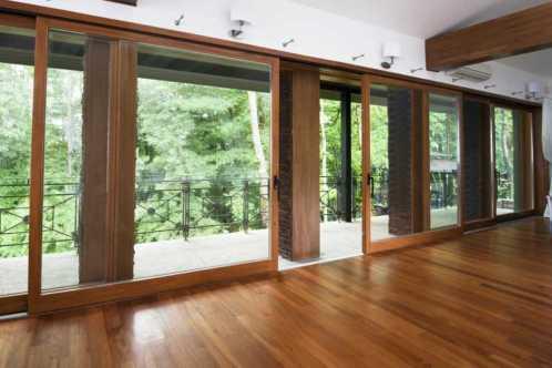 Подъемносдвижная оконная система, раздвижные двери на веранду.
