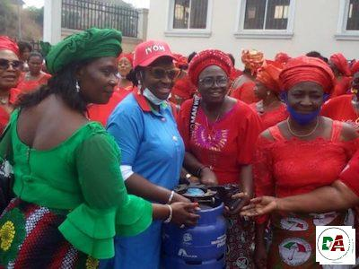 Senator Ekwunife empowers women with gas cookers in Anambra