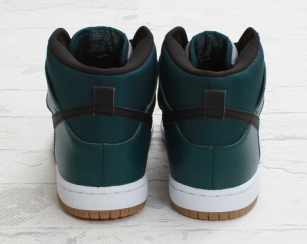 nike-sb-dunk-high-dark-atomic-teal-4-620x493
