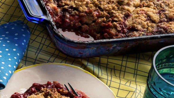 Strawberry Rhubarb Canna-Crumble