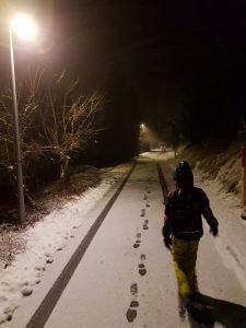 abends unterwegs draußen mit Kindern