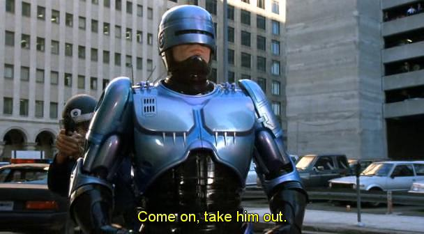 Scena da Robocop 2, Lewis si fa scudo con Robocop