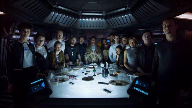 Il cast di Alien Covenant intorno a una tavola