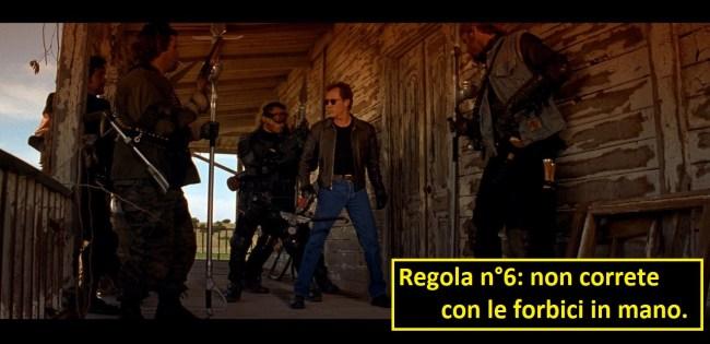 Scena dal film Vampires di John Carpenter in cui i cacciatori di vampiri stanno per fare irruzione nel covo, nella vignetta il leader dice al gruppo: regola numero 6, non correte con le forbici in mano