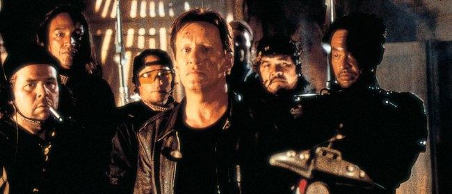 Foto sul set del film Vampires di John Carpenter. James Woods nei panni di Jack Crowe con la sua squadra di cacciatori di vampiri