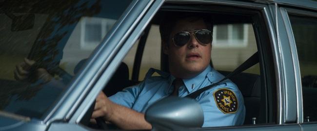 Vicino poliziotto nel film Summer of '84
