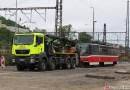 OBRAZEM: Přetah tramvají od Smíchovského nádraží do Hlubočep