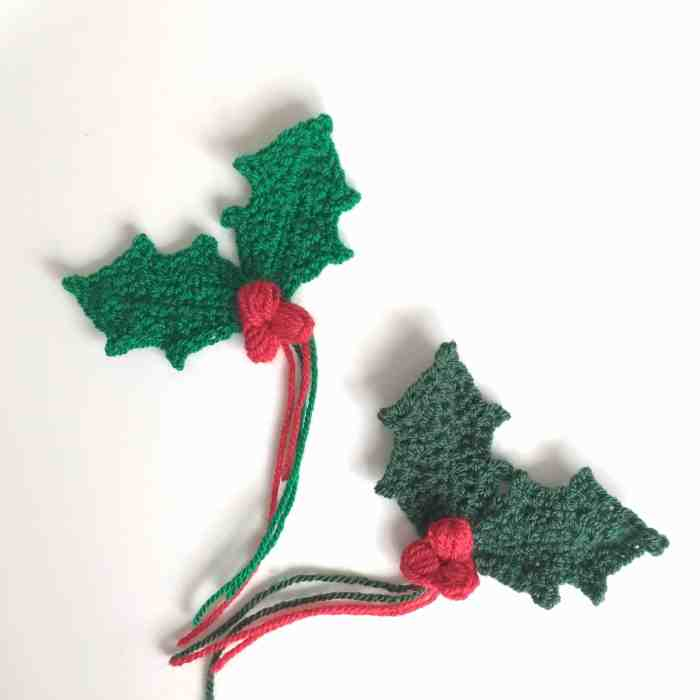 crochet holly sprig with berries