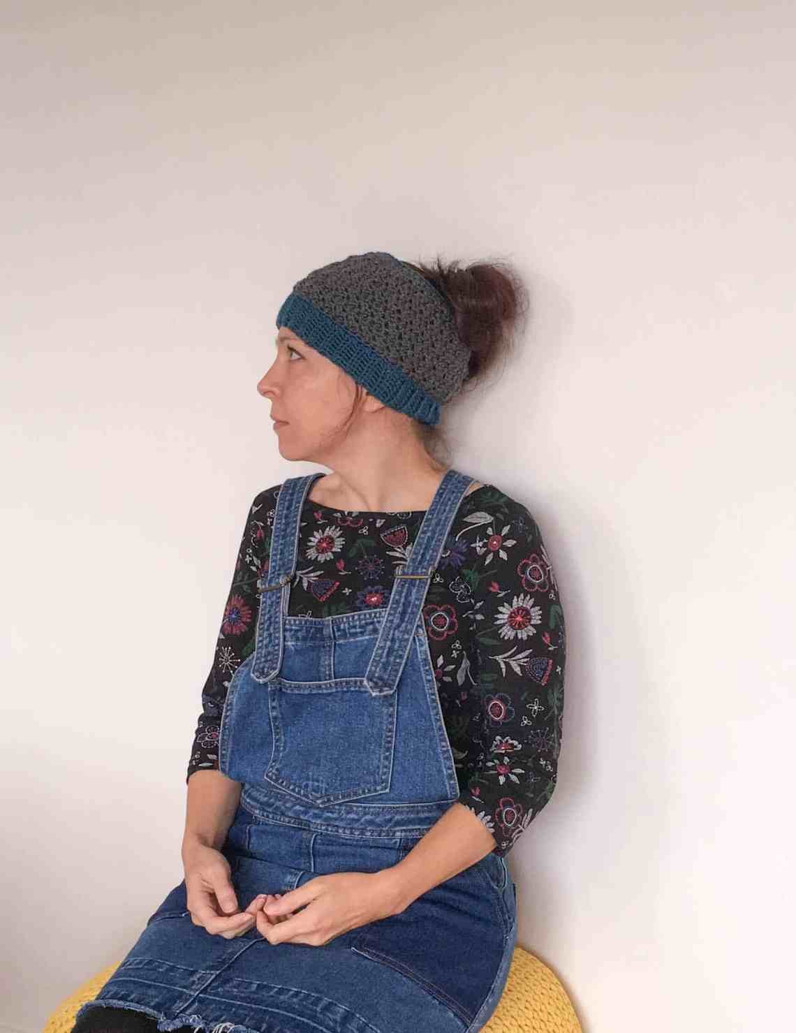 textured free crochet pattern messy bun hat ribbed band
