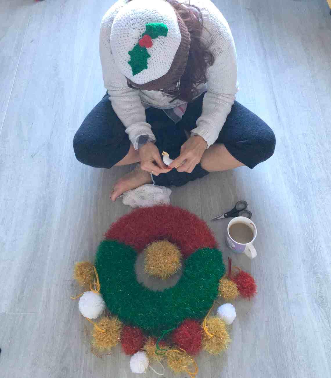 dora does making a festive christmas crochet tinsel wreath