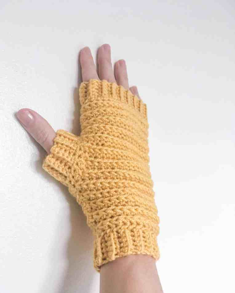 Crochet pattern for unisex fingerless gloves