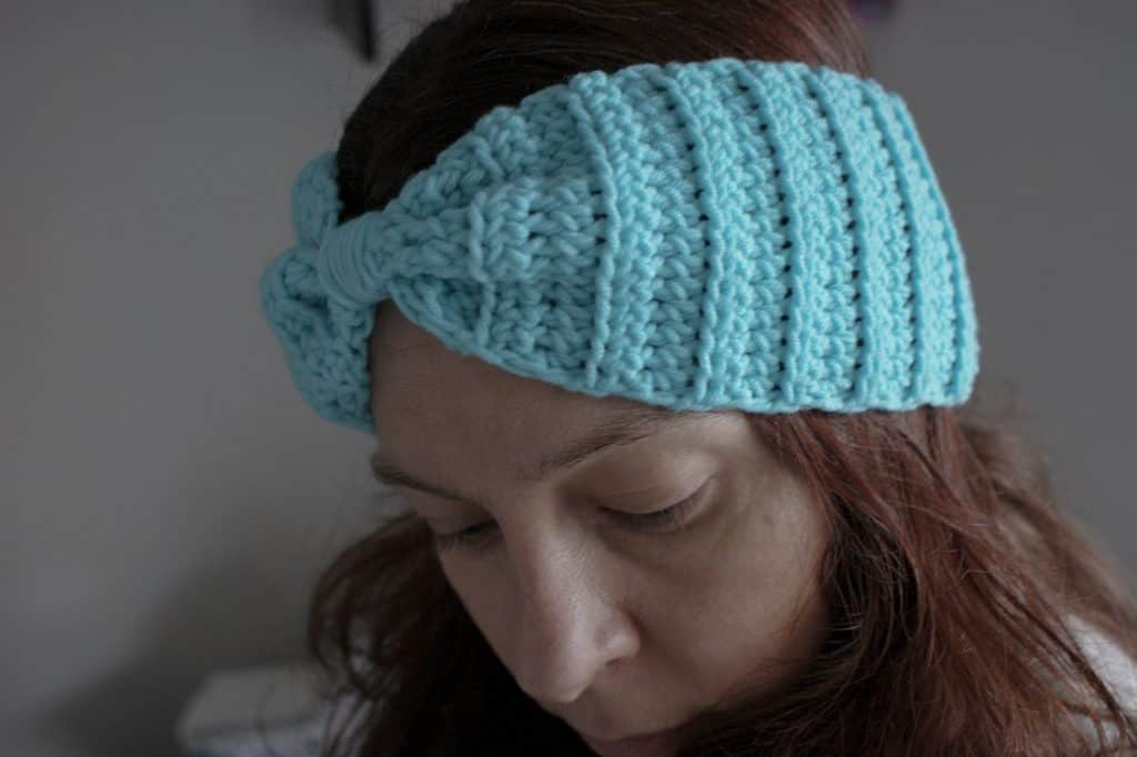 Woman wearing knotted ribbed ear warmer