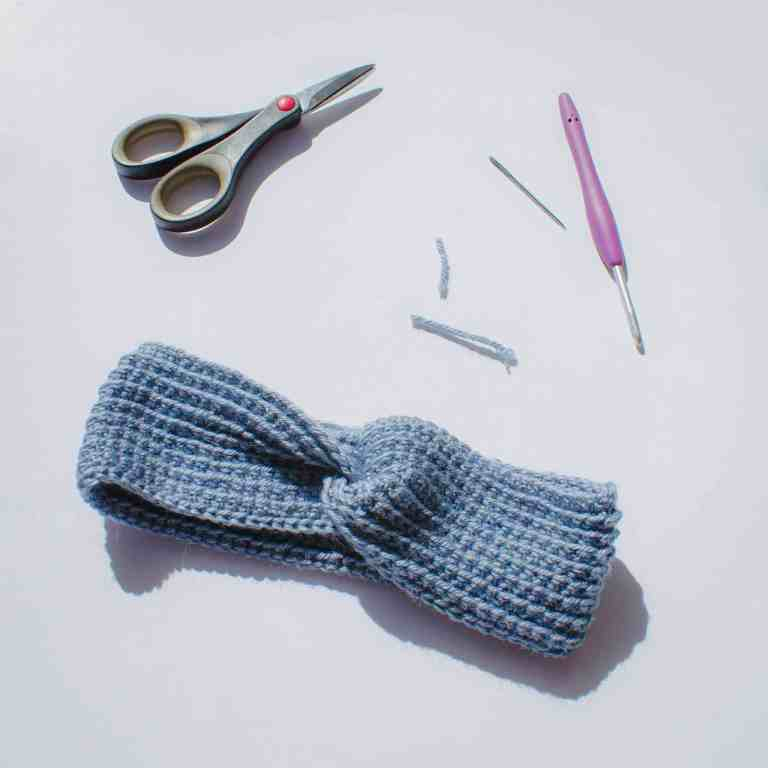 Twisted crochet headband tutorial 10