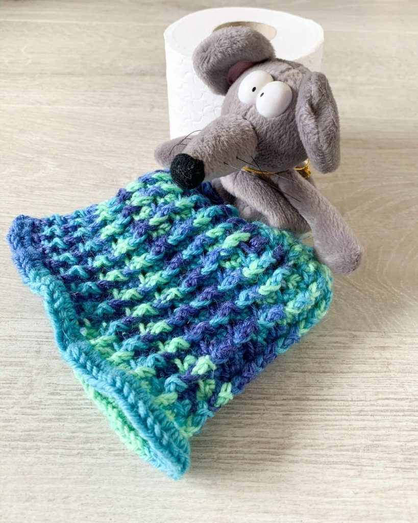 Crochet toilet roll cover tutorial step