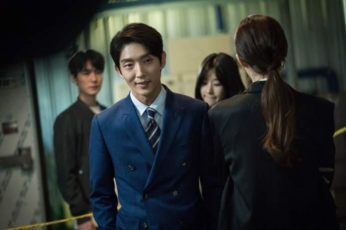 PD de Lawless Lawyer elogia Lee Joon Ki em como ele cresceu como ator nos últimos 11 anos