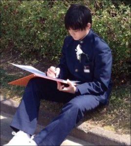 佐野勇斗の新香山中学校の卒アルの画像