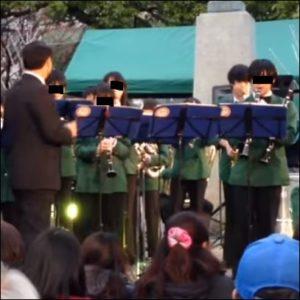 眞栄田郷敦(まえだごうどん)の高校時代のサックスを吹いている画像
