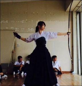 竹本萌瑛子が高校時代弓道をやっていた時の画像