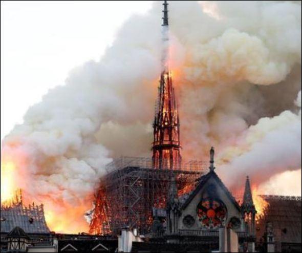 ノートルダム大聖堂,火災,原因,尖塔,崩壊,動画,ガーゴイル