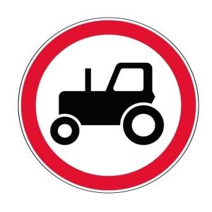 Запрещающий дорожный знак движение тракторов запрещено. 3.6