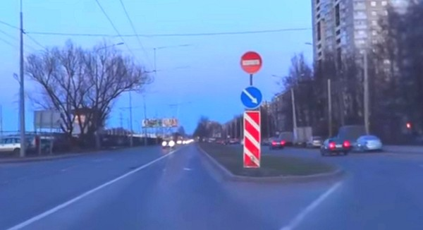 """Комбинация установки знака 3.1 - Въезд запрещен """"кирпич"""". Фото"""