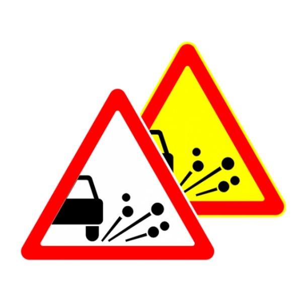 Выброс щебня (гравия) знак дорожный 1.17 (1.18 РФ) на картинке
