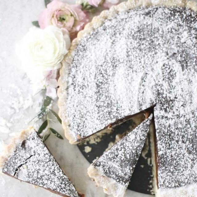 Chocoholics rejouice The most delicious caramel chocolate tarte you willhellip