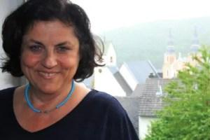 """Arbeitet am """"Schreibtisch in Prüm"""": Ulrike Kübler."""
