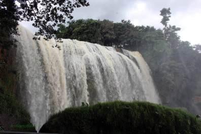 Der Wasserfall in seiner ganzen Pracht