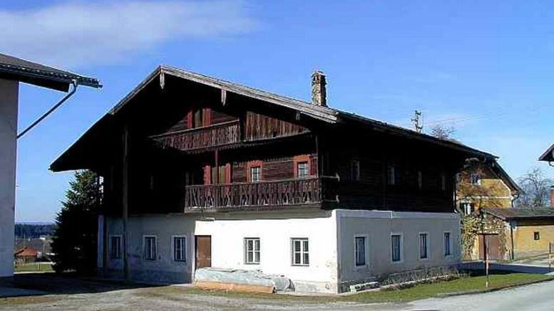 Das Huberhaus ist größer als viele alte Bauerhäuser, es war früher einmal ein Gasthaus und dementsprechend gebaut.