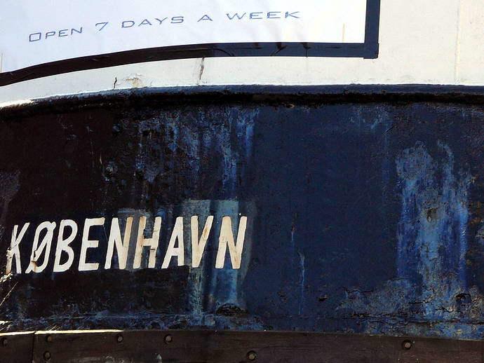 Name eines Schiffes im Hafen von Kopenhagen DK