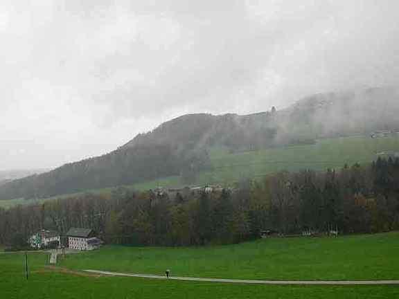 Der Südhang des Haunsberges bei Acharting/ Anthering. Links unten sieht man die Fuchsenmühle.