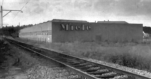 Dank der unermüdlichen Bemühungen von Bürgermeister barth konnte die Niederlassung der Firma Miele in Lamprechtshausen Zehmemoos erreicht werden, wodurch viele Gemeindebewohner Arbeitsplätze am Ort erhalten konnten.