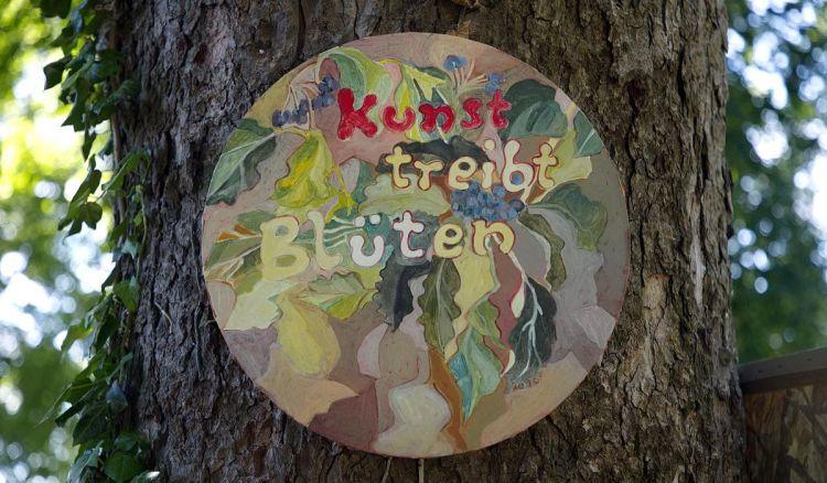 Kunst treibt Blüten. Schlosspark Schärding
