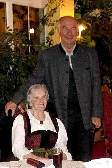 Ottilie Aigner mit prof. Schulz 2011 in Fügen