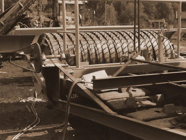 Maschine-zum-auflesen-der-Torfwasen