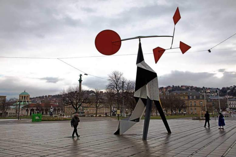 Alexander Calder: Crinkly avec disque rouge, 1973