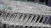 Einkaufswagen vor einem Supermarkt | Foto: Karl Traintinger