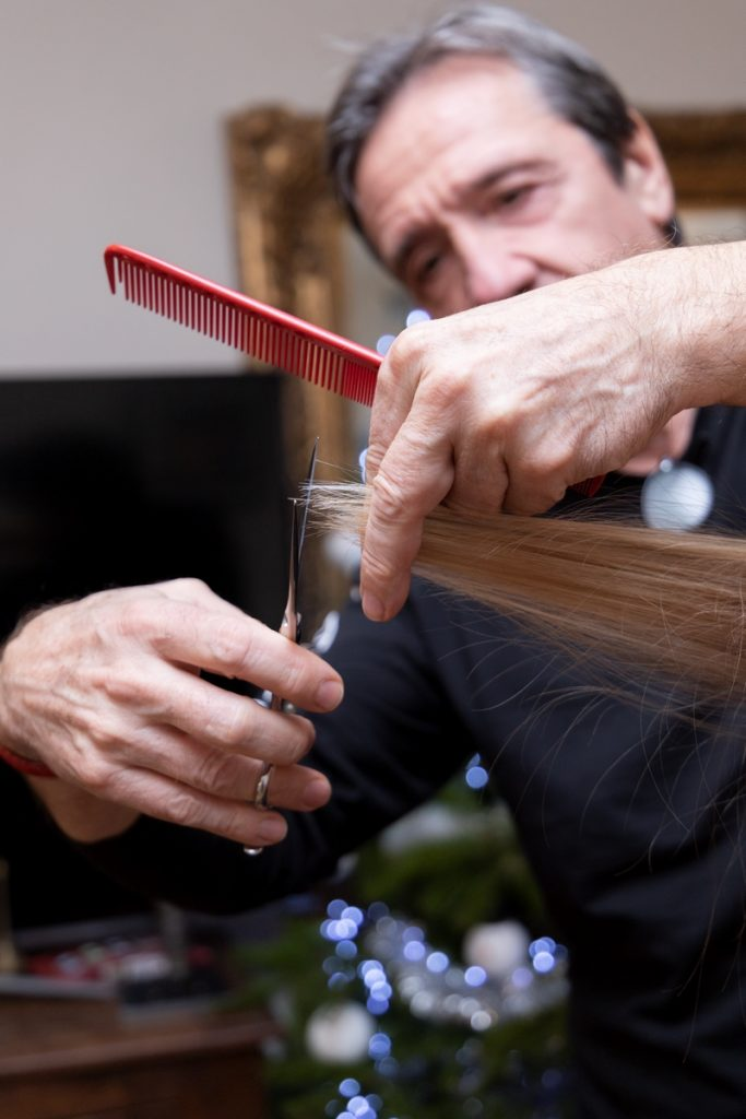 reportage photographique sur un coiffeur au travail