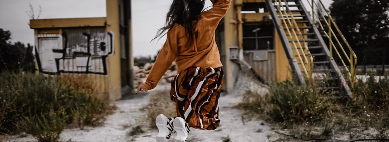 Le mix jupe longue/Sweat