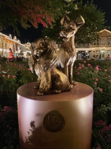 lady and the tramp statue