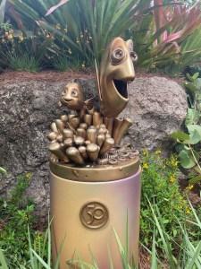 dory and nemo statue at animal kingdom