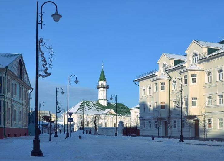 Вид на Юнусовскую мечеть с улицы Каюма Насыри
